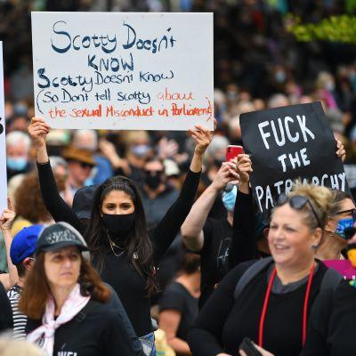 Tusentals kvinnor deltog i protester i Australiens näst största stad Melbourne i delstaten Victoria.