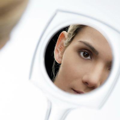Bara för att en person är blek är det inte säkert att hon lider av anemi. Bild: YLE/Glowimages