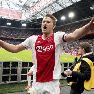 Ajax och Matthijs de Ligt vann mästerskapet i holländska Eredivisie.