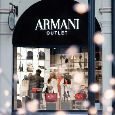 Zsar Outlet Villagen Armani outlet.