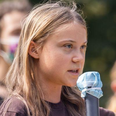 Den svenska klimataktivisten Greta Thunberg hör till förhandsfavoriterna i år. Om hon vinner skulle hon bli den näst yngste vinnaren av Nobels fredspris efter Malala Yousafzai från Pakistan som belönades år 2012.