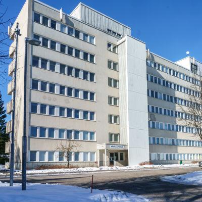 Riihimäen sairaalan päärakennus.