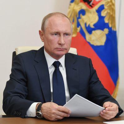 Rysslands president Vladimir Putin under ett direktsänt möte med landets guvernörer den 11 maj 2020.