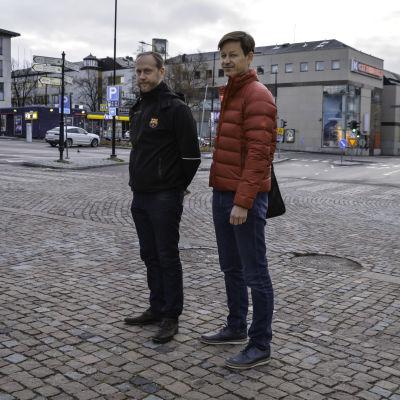 Fastighetsägare Kim Lindholm och stadsplaneringschef Dan Mollgren