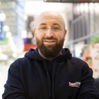 Profilbild på Muhis Azizi.
