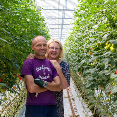Susan Granström-Lindberg och Christer Lindberg ler mot kameran