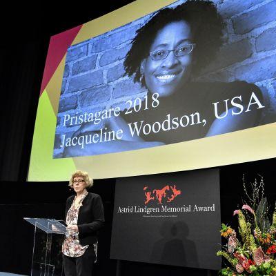 Jacqueline Woodson fick ALMA-priset 2018.