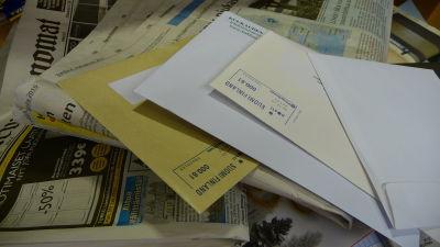 Bild på brev och tidningar