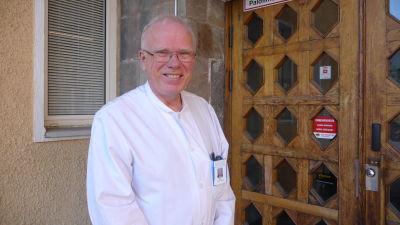 Robert Paul är specialläkare i inre medicin.