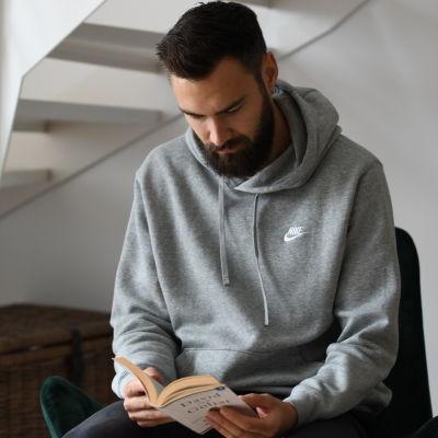 Tim Sparv läser om David och Goljat
