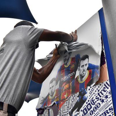 FC Barcelona, Camp Noun stadion, Messi-julisteita revitään irti