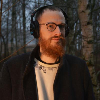 Petter Sandelin med hörlurar