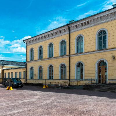 En bild av Borgå gymnasiums fasad