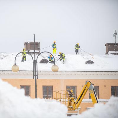 Lumimyräkkä Helsingissä.