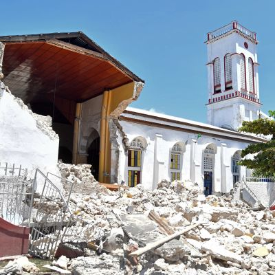 Raserade byggnader i Haiti.