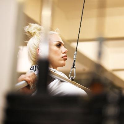 Höjdhopparen Jade Nyström tränar på gymmet.