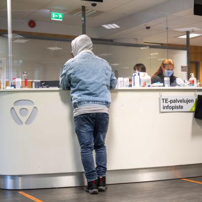 Kvinnor vid TE-centralens servicedesk