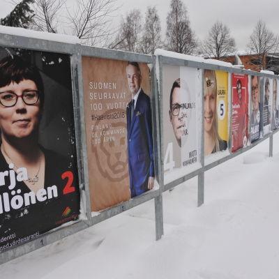 ett plakat med alla kandidater i finlands presidentval år 2018