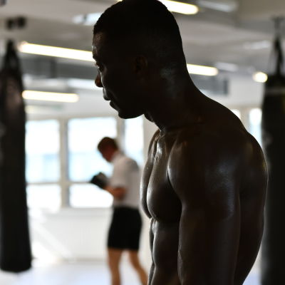 Nourdeen Toure på boxningsträning, sommaren 2019.
