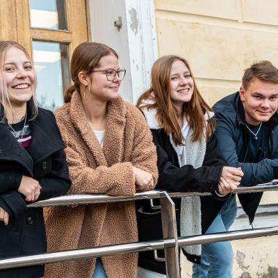 Eleverna vid Borgå gymnasium, Nicolina Blomander, Ronja Flykt, Olivia Halttunen och Valter Nyholm