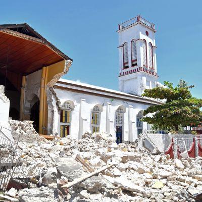 Maanjäristyksen tuhoja Haitissa 14. elokuuta.