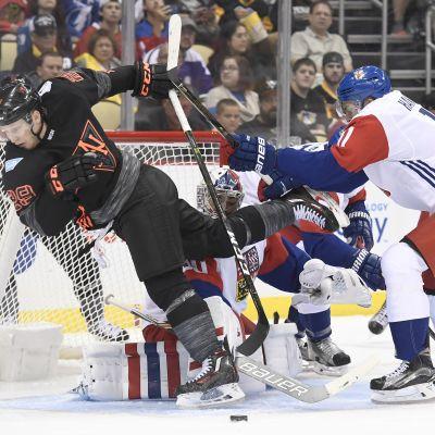 Tshekki-Pohjois-Amerikka ottelussa tunkua maalin edessä.