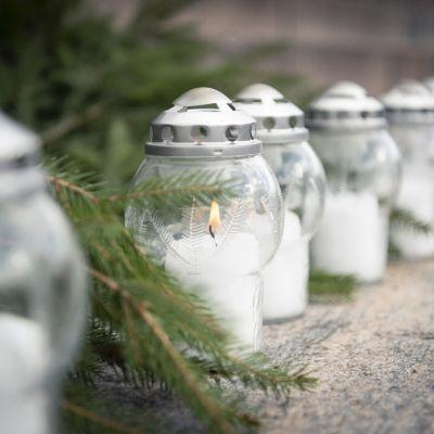 Talvisodan päättymistä muistetaan Helsingin tuomiokirkolla