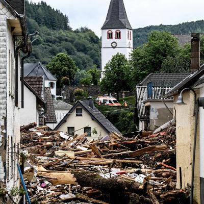 Rasade hus i tyska staden Schuld.
