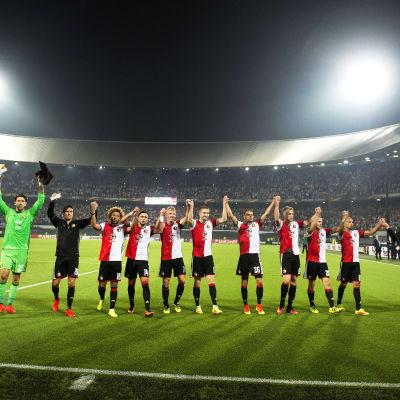 Feyenoord firar segern mot Man United.
