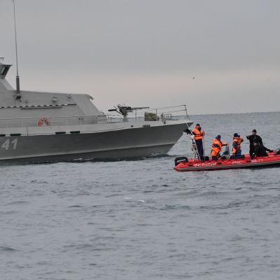 Utredningen kring flykraschen i Svarta 25.12 pågår.
