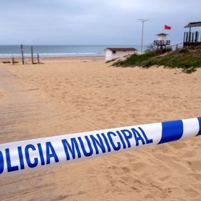 Stängd strand i Punta Humbria, Huelva, Spanien 14.3.2020