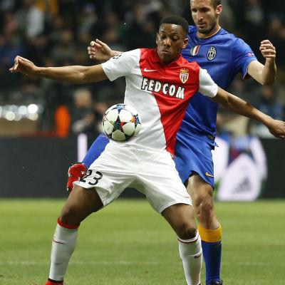 Anthony Martial i Monaco och Giorgio Chiellini i Juventus i en Champions League-match i april 2015.