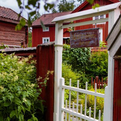 """Foto ur boken """"Lyckan är en gammal gård"""""""