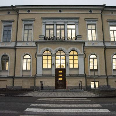 Fasaden av styrelsegården i Vasa.