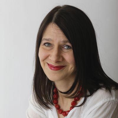 kirjailija Riina Katajavuori