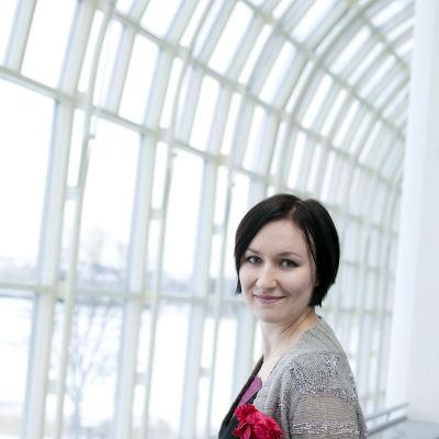 Kirjailija Tiina Raevaara.