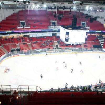 I Åbo har publiken tidvis lyst med sin frånvaro redan före FM-ligans beslut.