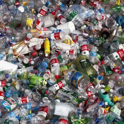 Bara 2016 såldes 480 miljoner plastflaskor.