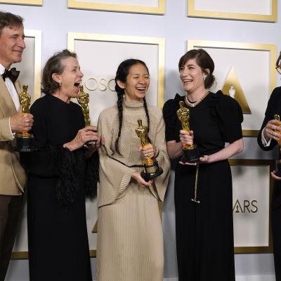 Peter Spears, Frances McDormand, Chloe Zhao, Mollye Asher ja Dan Janvey.