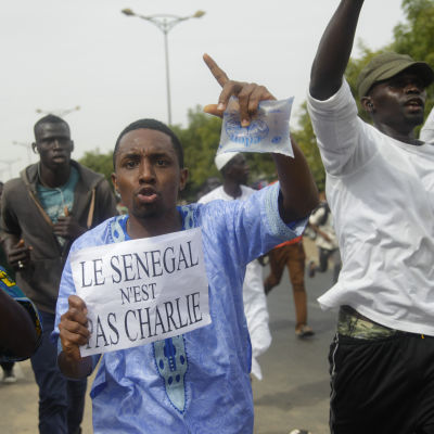 Protester mot Charlie Hebdo i Senegal.
