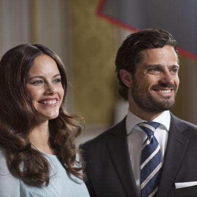 Fröken Sofia Hellqvist och prins Carl-Philip träffades i juni 2009. Den 13 juni 2015 får de varandra i Slottskyrkan i Stockholm.