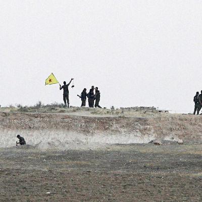 Medlemmar av YPG jublar över att