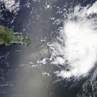 Dorian nådde orkanstyrka natten till torsdag och den är nu på väg norrut mot Bahamas och Florida där man har utlyst nödläge inför orkanens ankomst