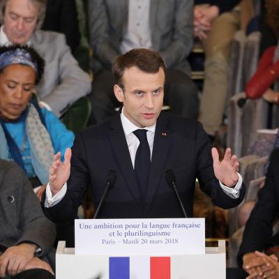 Frankrikes president Emmanuel Macron talar vid en konferens för fransktalande år 2018.