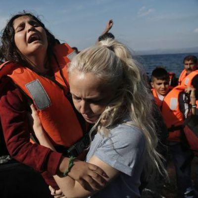 Syyrialaispakolaisia Turkista kuljettanut vene on saapunut Lesboksen saarelle. Viime viikkoina kreikkalaiselle Lesbokselle on tullut tuhansia pakolaisia