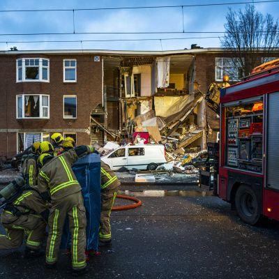 Ett rämnat hus efter en explosion i nederländska Haag.