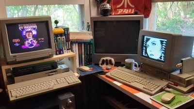 Marko Latvasen työhuoneessa Atari -tietokoneet käytössä.
