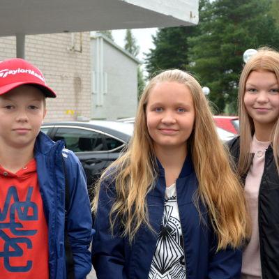 Erik Wilhelms, Milla Ilmarinen och Josephine Eklund.