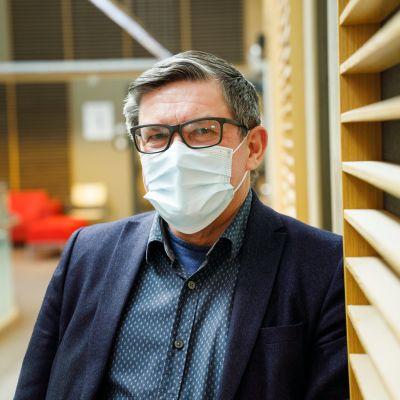 Johtajaylilääkäri Juhani Sand.
