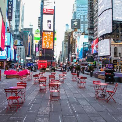 Times Square 16.3. tyhjillään koronaviruksen vuoksi
